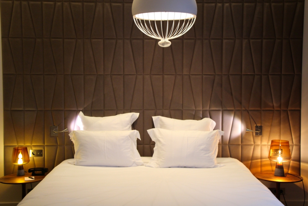 dupond smith un h tel paris qui accepte les animaux jamais sans maurice. Black Bedroom Furniture Sets. Home Design Ideas