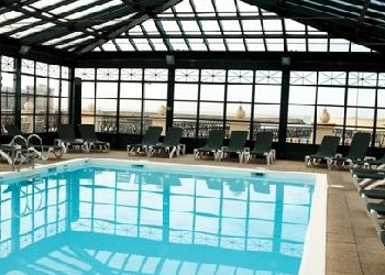 piscine-beach-hotel-trouville