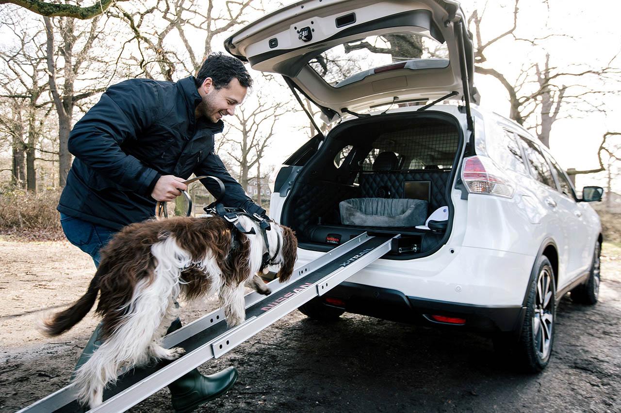 une voiture pet friendly pour les propri taires de chien nissan x trail 4dogs. Black Bedroom Furniture Sets. Home Design Ideas