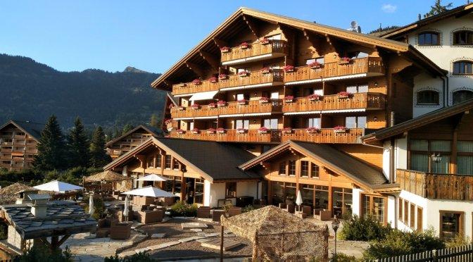 montagne avec son chien Chalet RoyAlp Hôtel & Spa Suisse Villars-sur-Ollon pet friendly