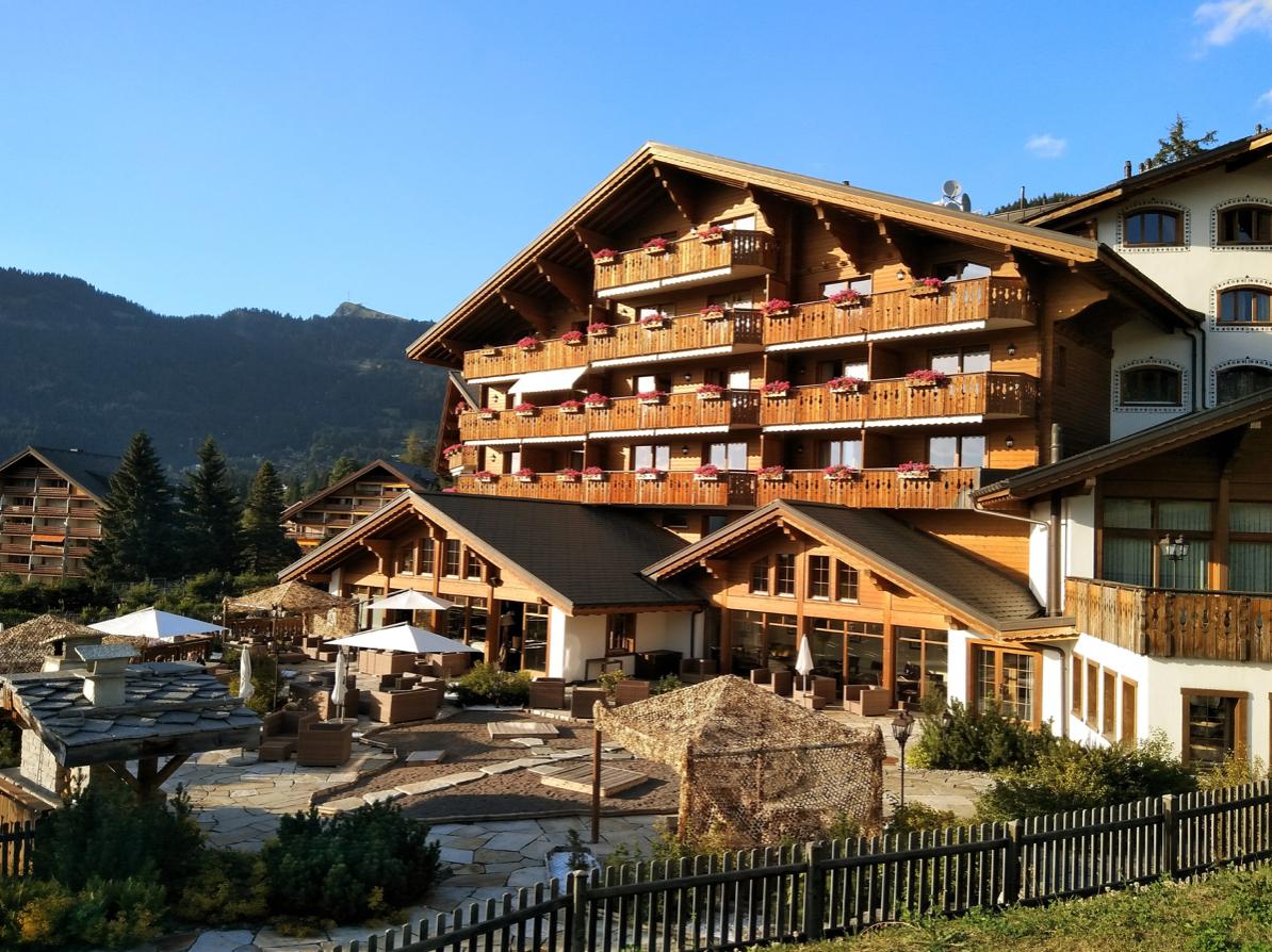 montagne avec son chien en suisse h tel pet friendly royalp hotel spa. Black Bedroom Furniture Sets. Home Design Ideas