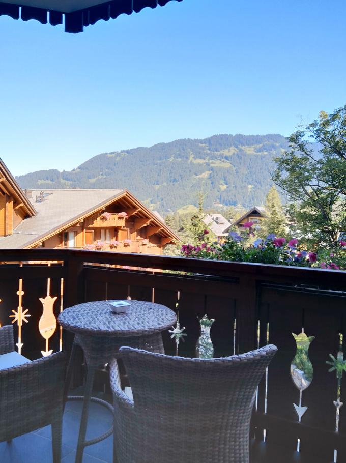 montagne avec son chien Chalet RoyAlp Hôtel & Spa Suisse Villars-sur-Ollon
