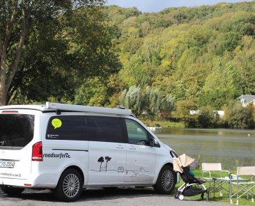 van avec un chien la location d'un van Dog Suite avec Roadsurfer
